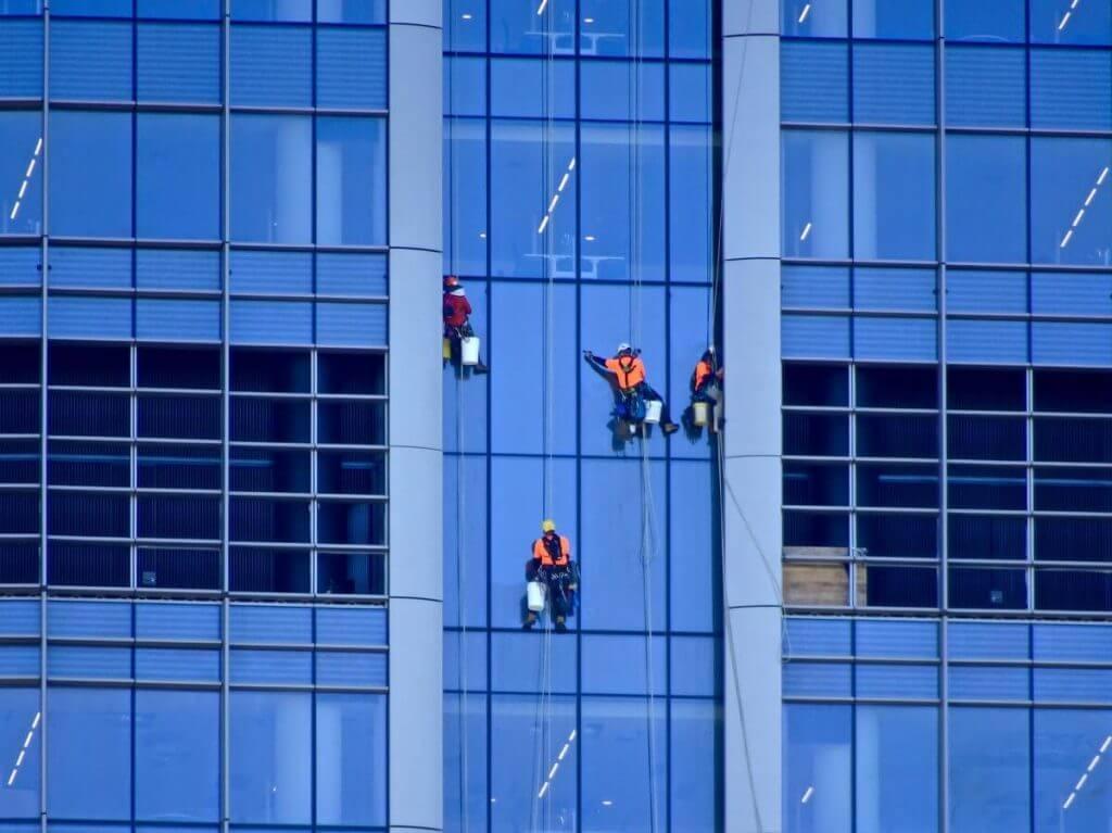 עבודות ניקוי חלונות בגובה ובסנפלינג